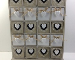1702033 heart cabinet with 20 lattice